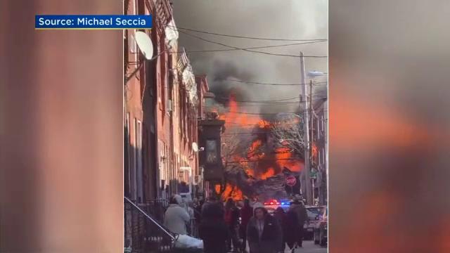 Explozie uriașă în Philadelphia. Autoritățile se tem că mai multe victime zac sub ruine