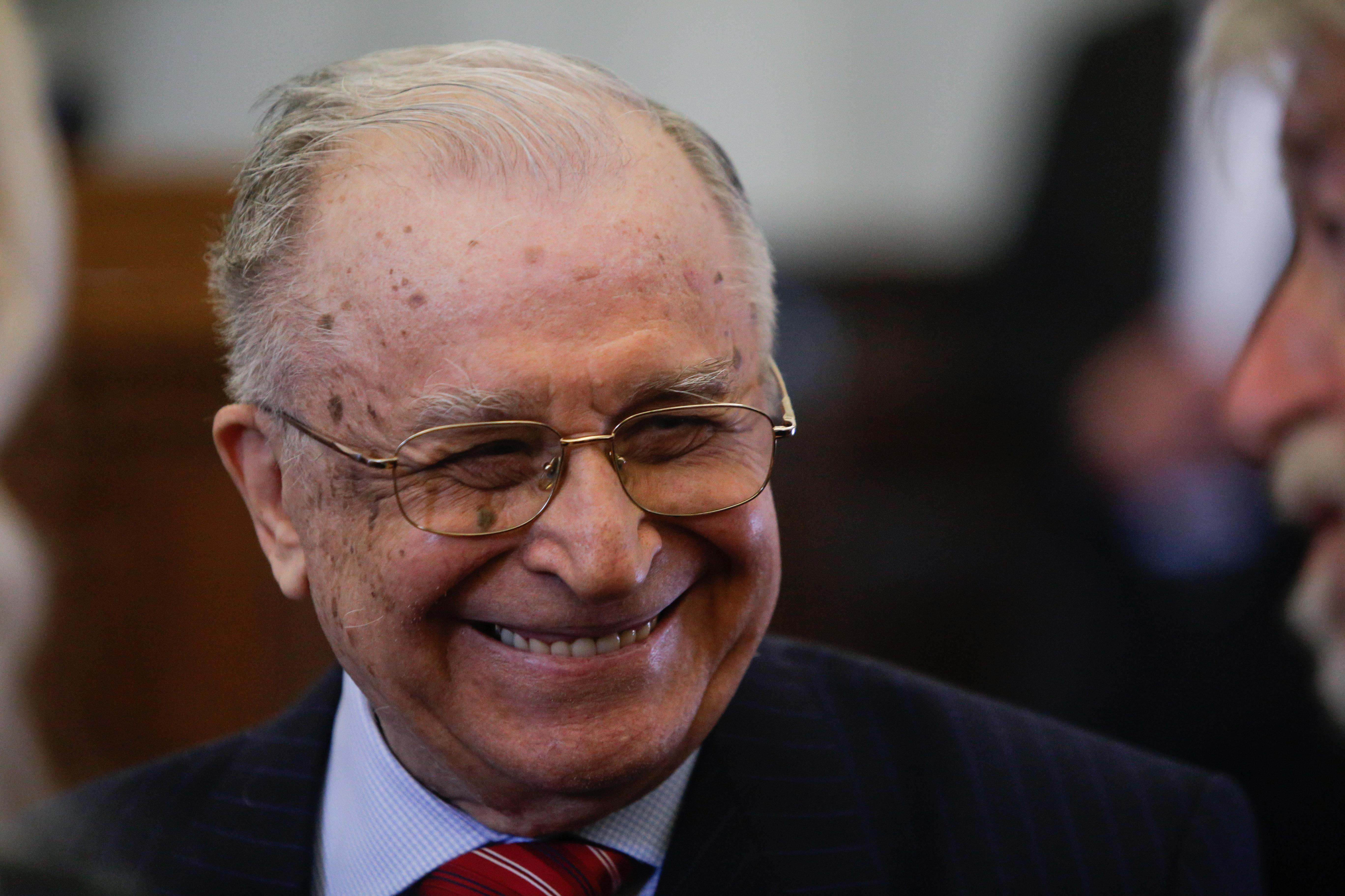 Ion Iliescu anunță că s-a vaccinat anti-COVID.