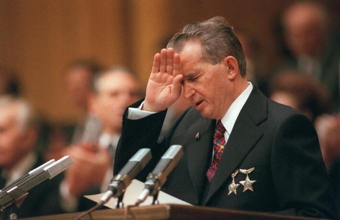 """Admiratorii lui Ceausescu comemoreaza 30 de ani de la moartea sa: """"Suntem 20 de milioane de prosti in tara asta!"""". VIDEO AICI"""