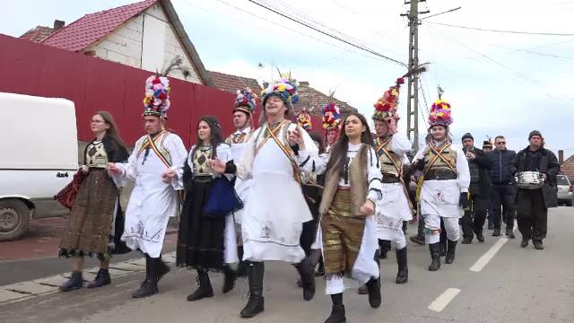 Tradiție românească veche de 100 de ani. În Ardeal, tinerii caută fete nemăritate