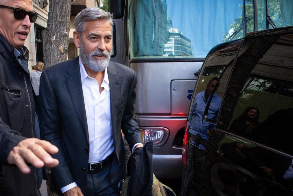 """George Clooney este propriul său frizer, de 25 de ani. """"Tot procesul durează numai două minute"""""""
