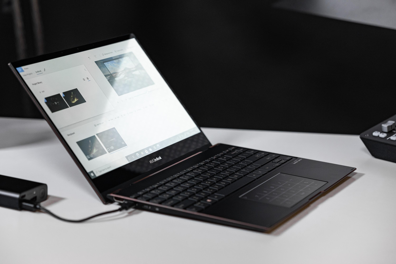 (P) ZenBook Flip S UX371 – un laptop ușor, compact și performant, cu ecran OLED 4K rabatabil la 360 de grade