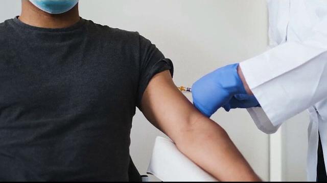 Trei țări au început vaccinarea anti Covid-19 mai devreme decât a recomandat șefa C.E.