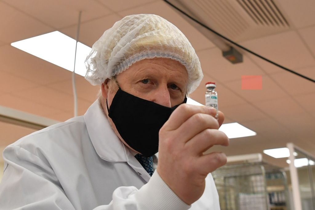 """Boris Johnson s-ar putea vaccina în direct la TV împotriva Covid. """"Știm cu toții caracterul primului ministru"""""""