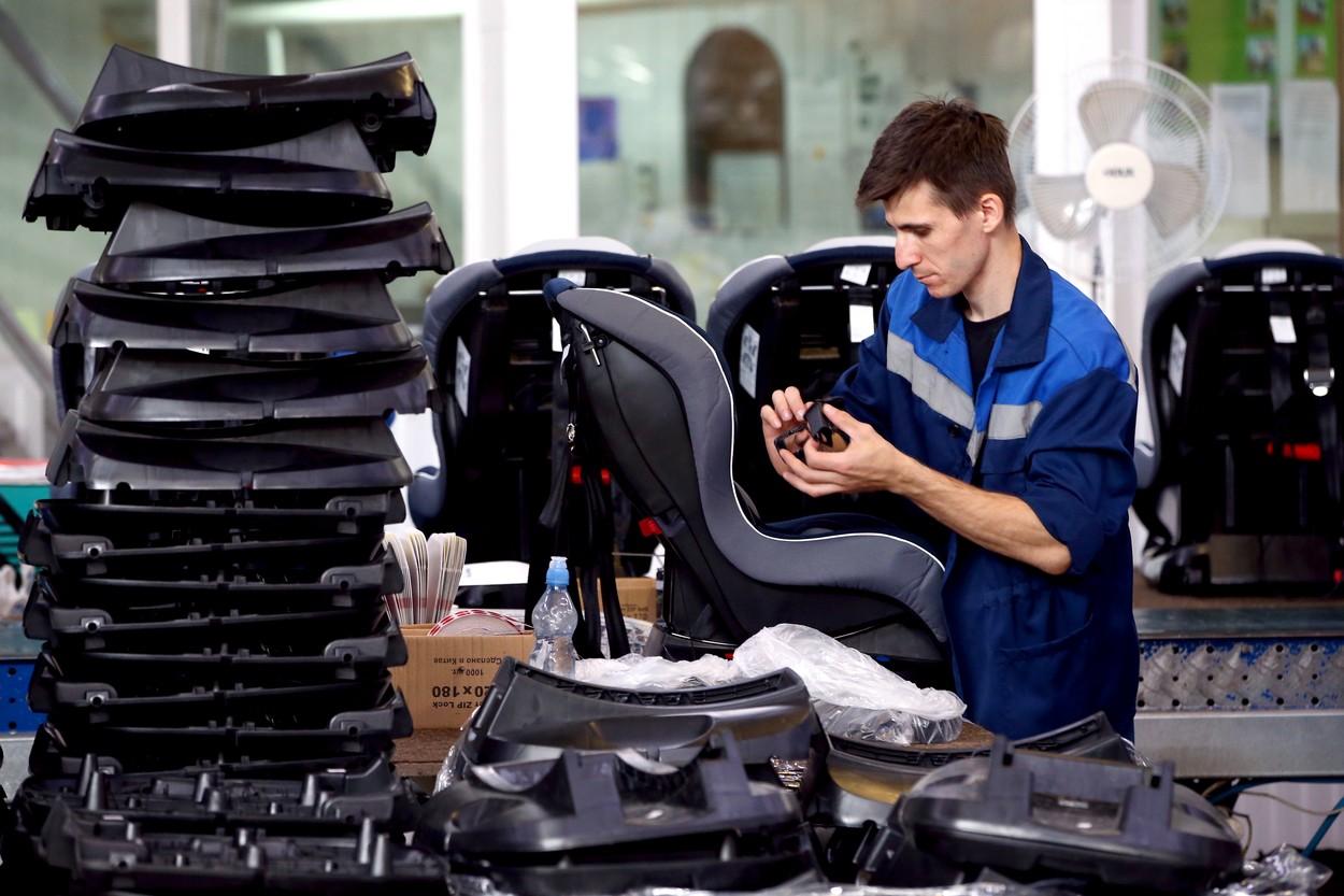 Un gigant din industria auto își va reloca o parte din producția din Ungaria și Lituania în România