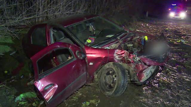 O șoferiță începătoare a intrat cu viteză în intersecție și a lovit un TIR. O fetiță a zburat pe geamul mașinii