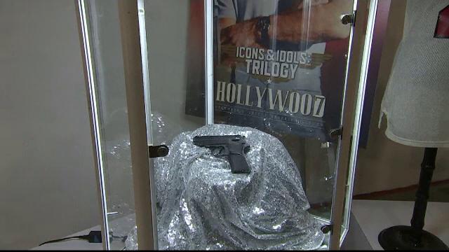 """Pistolul folosit de Sean Connery în primul film """"James Bond"""", scos la licitație. Suma uriașă cu care s-a vândut"""