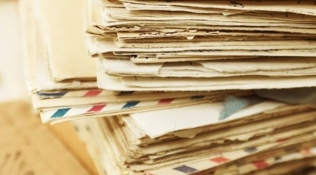 Aproape 15.000 de plicuri cu voturi prin corespondenţă sunt de negăsit. Se cer explicaţii BEC şi Poştei Române