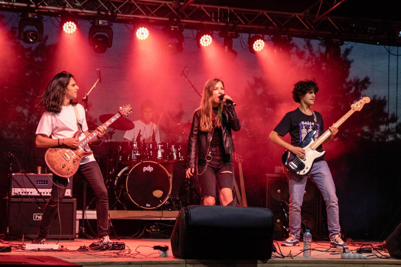 Cea mai nouă și promițătoare trupă de rock din România se numește Rapax. Bateristul are 15 ani
