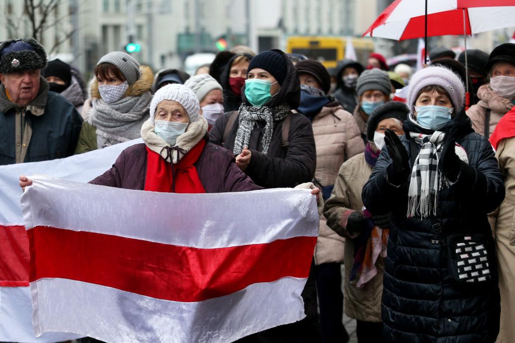 Cel puțin 300 de protestatari ridicați de poliție în timpul manifestațiilor anti-Lukașenko