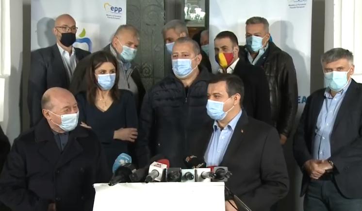 """Băsescu: """"Sunt îngrijorat de fragilitatea viitorului guvern. Iohannis să trimită PSD în opoziție"""""""
