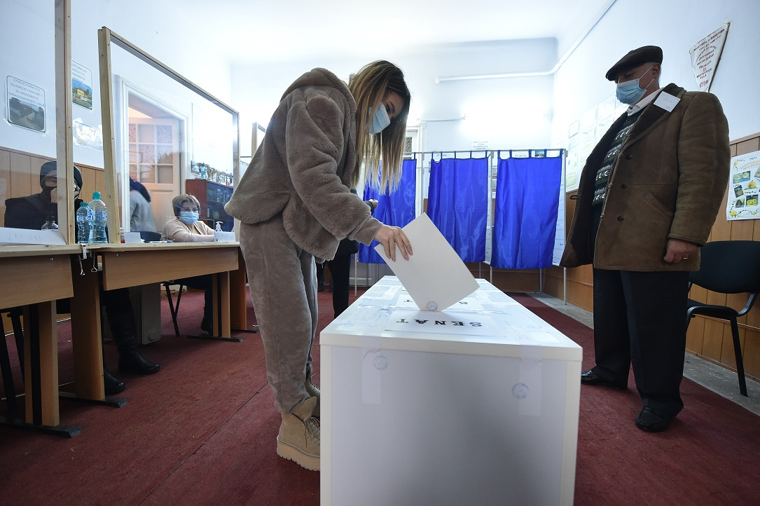 Tinerii sub 25 de ani, singurii care au venit în număr mai mare la vot faţă de alegerile din 2016