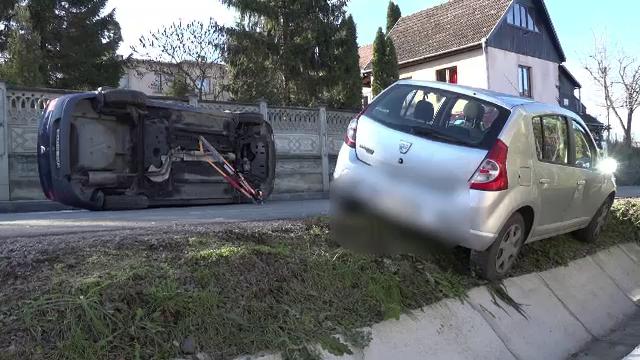 Impact violent pe o şosea din Mureş. Două persoane au ajuns la spital