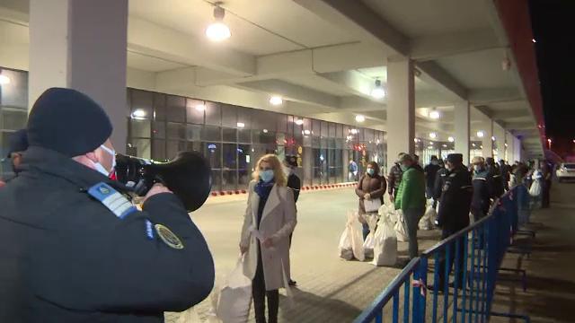 Membrii secțiilor de votare, ținuți toată noaptea în frig ca să predea buletinele