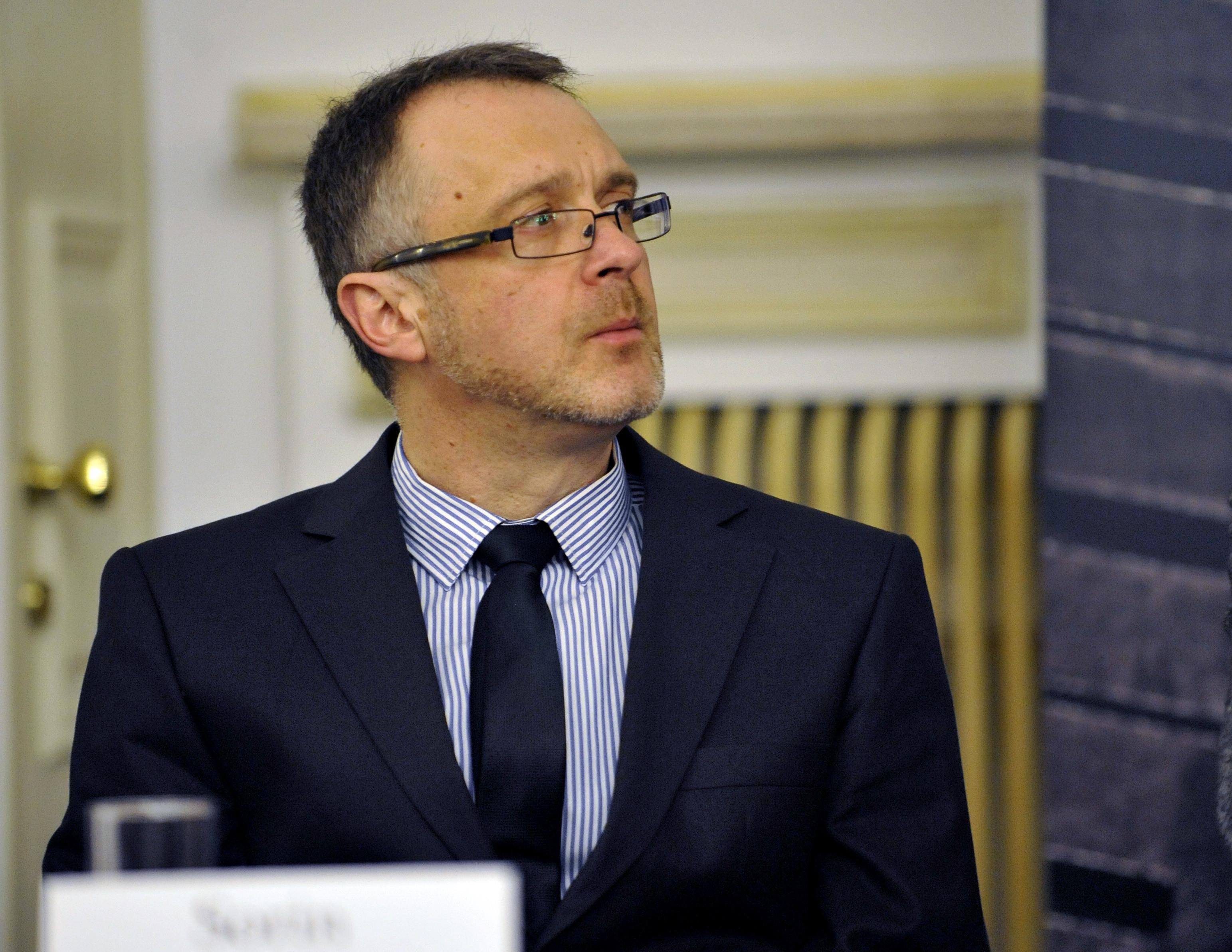 """Cine este Sorin Lavric, liderul AUR care susține că romii sunt o """"plagă socială"""". A fost exclus din Uniunea Scriitorilor"""