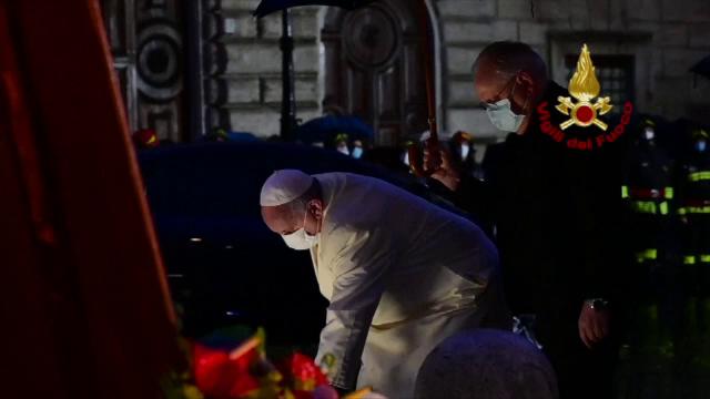Papa Francisc, singur la o ceremonie care în alți ani strângea zeci de mii de credincioși în centrul Romei
