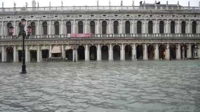 Veneția, afectată din nou de inundații. Autoritățile nu au activat barierele mobile