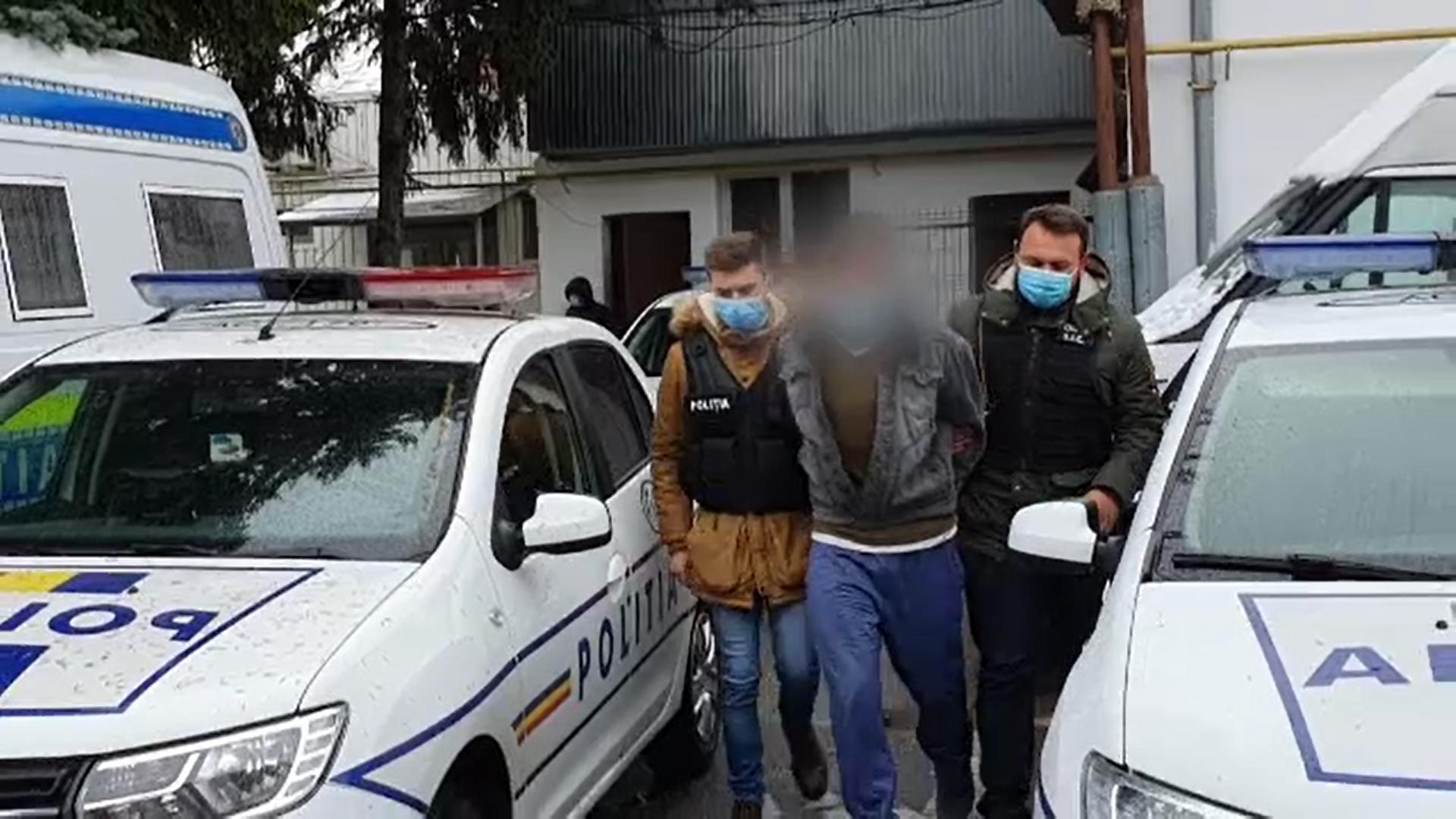 Un bărbat din Argeș, arestat pentru că ar fi violat-o pe fiica de 13 ani a partenerei sale de viaţă