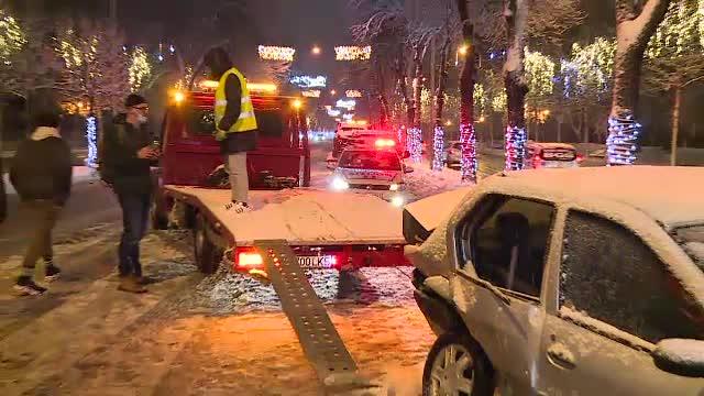 Accidente în lanț din cauza zăpezii așternute în ultimele 2 zile