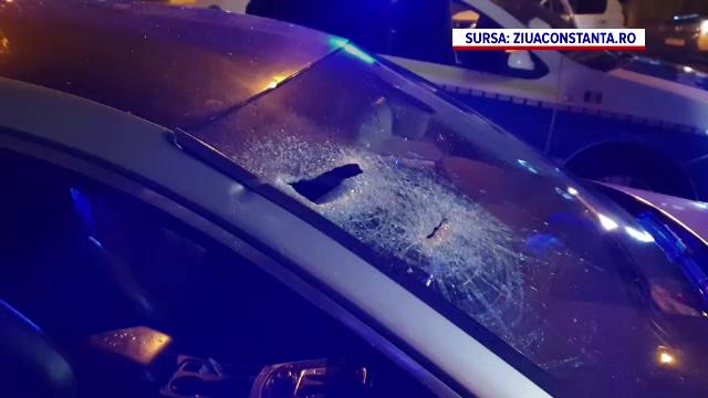 Două persoane, rănite, iar o mașină de lux, avariată, după ce au fost atacate cu bâte în trafic