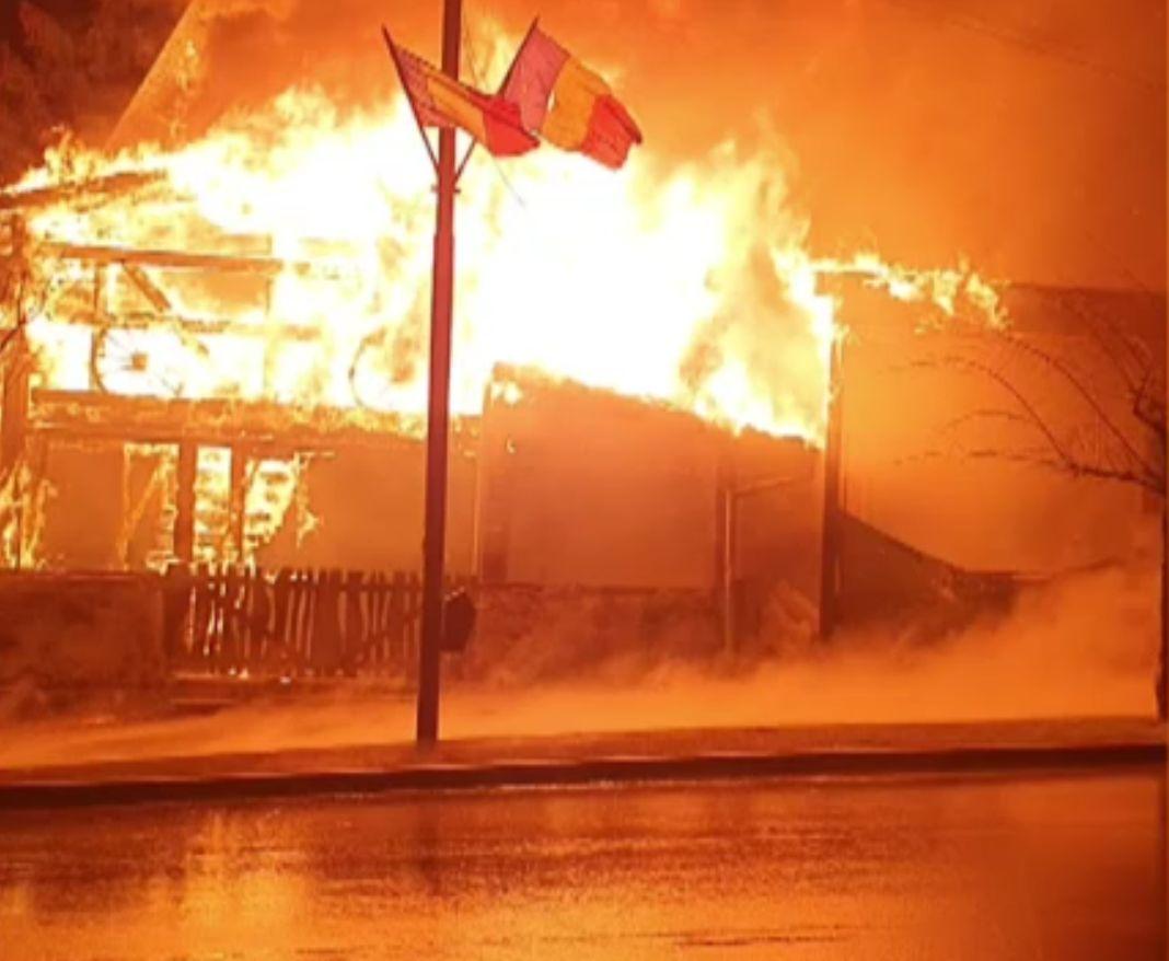 Restaurant mistuit de flăcări în Lupeni. Paznicul a scăpat cu viață