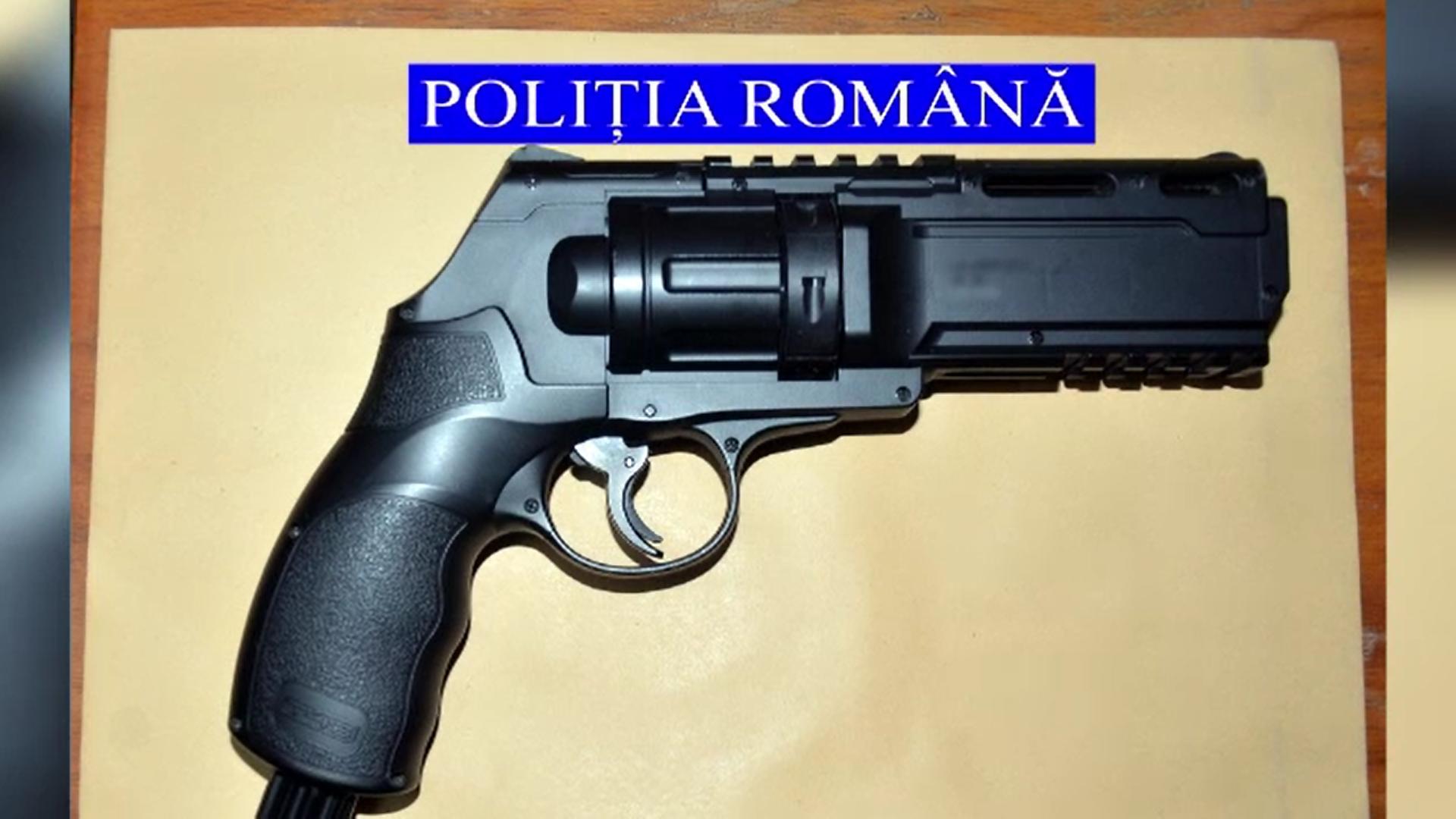 Polițiștii au trimis la expertiză arma folosită de bărbatul care a încercat să jefuiască un magazin din Galați