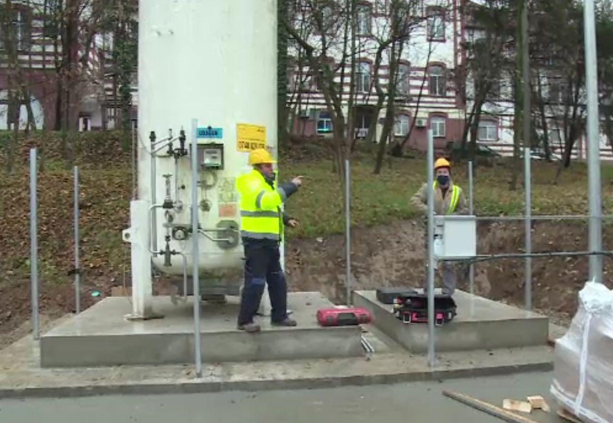 Rezervor de oxigen de 6.000 de mc, montat la spitalul din Oradea. Face diferența între viață și moarte