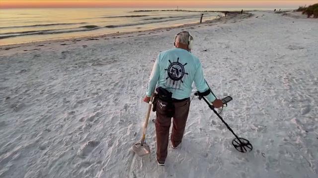 Un cuplu din Florida a reușit să recupereze verigheta pe care a pierdut-o pe plajă. Cum a fost posibil