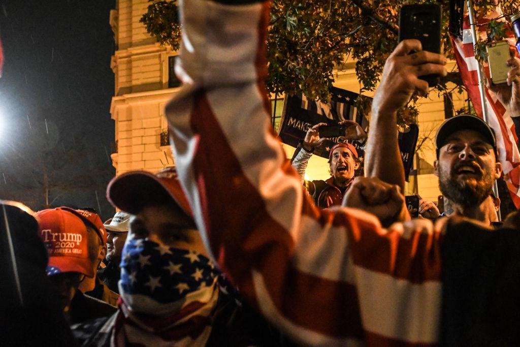 Ciocniri violente în SUA, între susținătorii lui Trump și membri ai grupărilor Antifa și Black Lives Matter