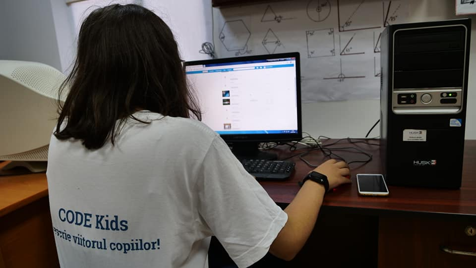 iLikeIT. Cum se pot înscrie copiii din mediul rural la cursuri gratuite de programare