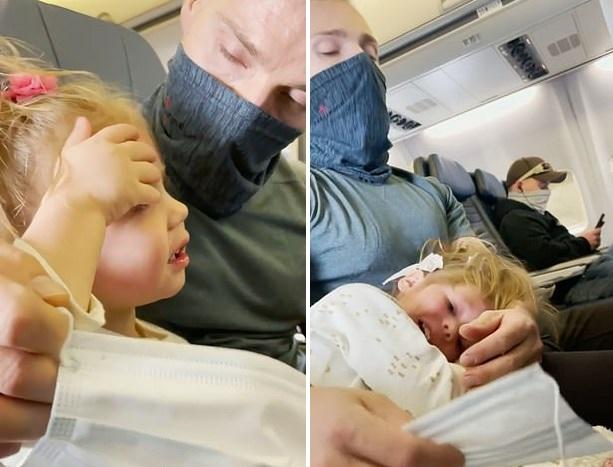 O familie a fost evacuată din avion pentru că fetița lor de 2 ani a refuzat să poarte mască