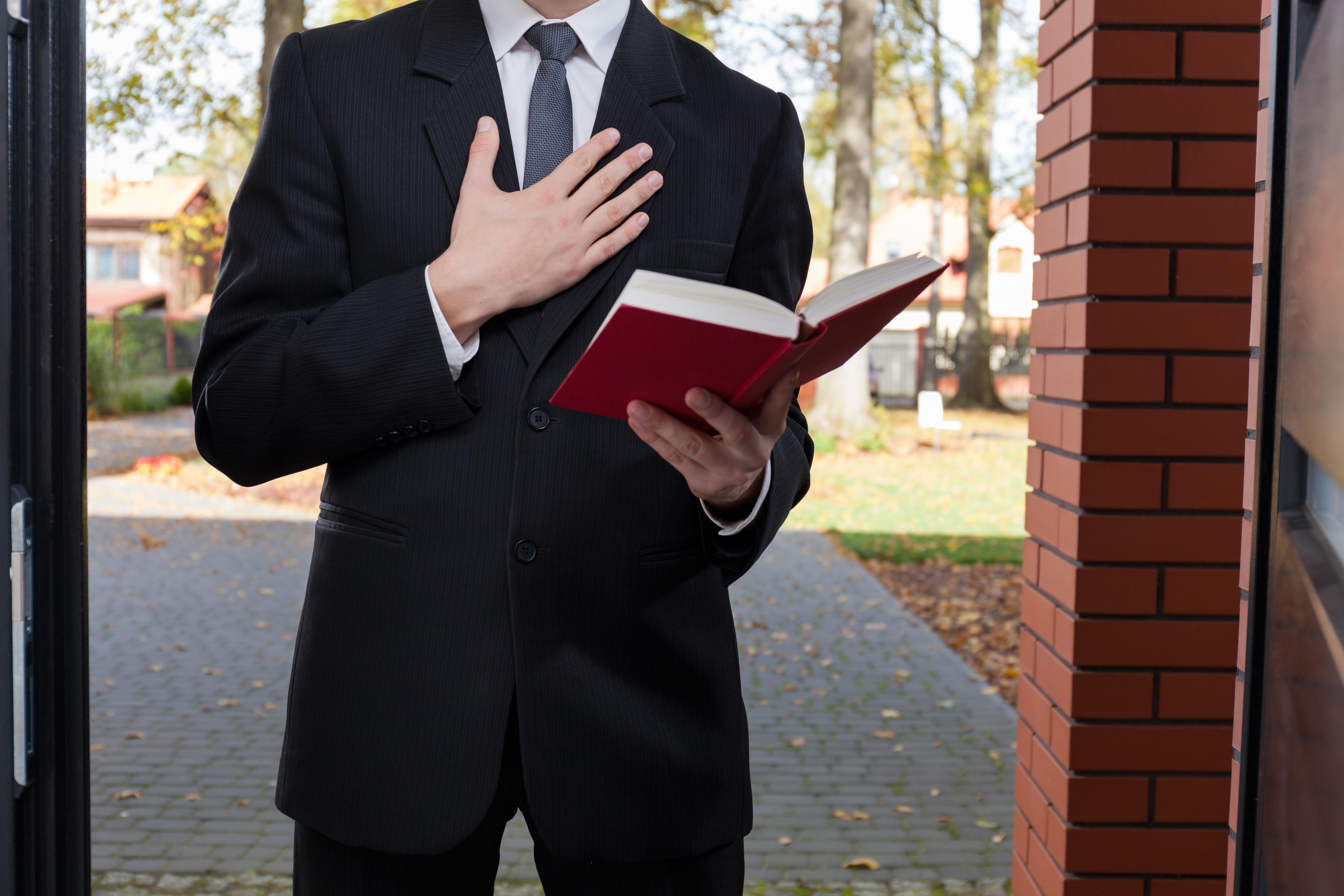 """Adept al """"Martorilor lui Iehova"""" din Rusia, trimis la închisoare pentru """"activități extremiste"""""""