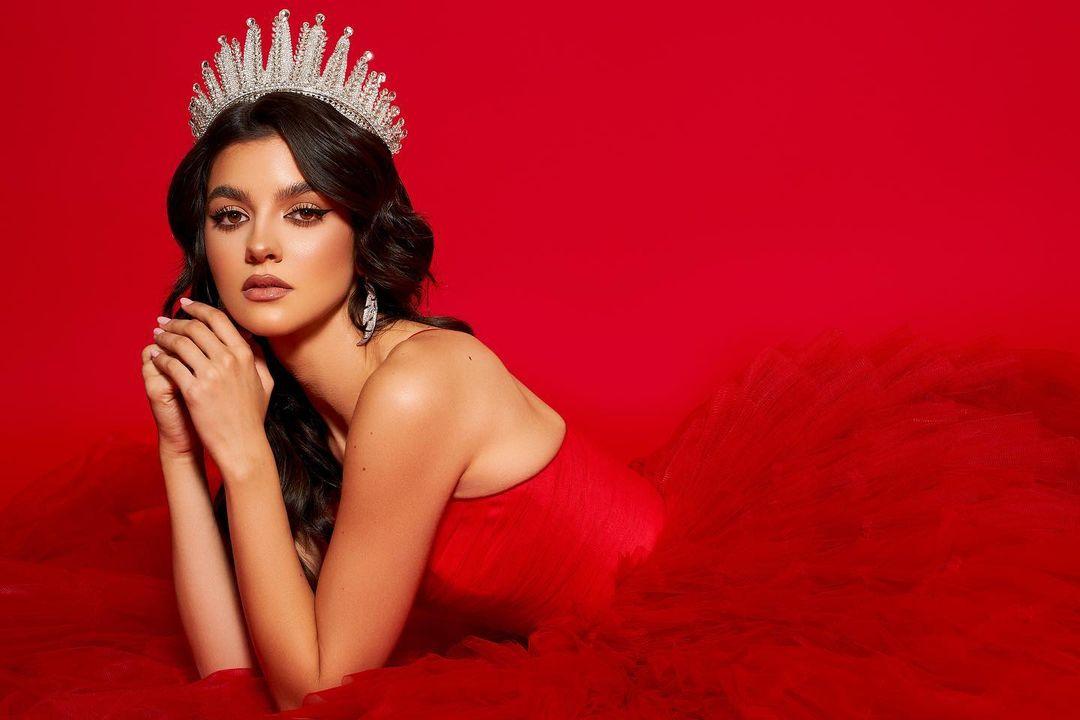 Miss Universe România, Bianca Tirsin, se antrenează la sală pentru finala din SUA