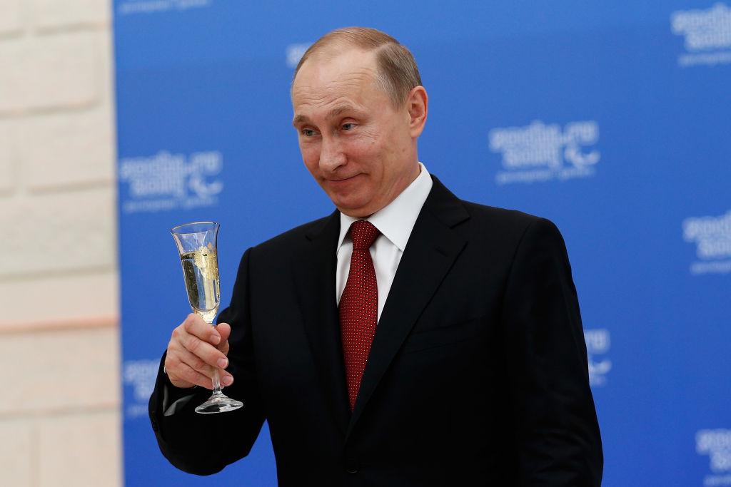 """Vladimir Putin i-a elogiat pe spionii ruşi. """"Cei care apără Rusia de amenințări"""""""