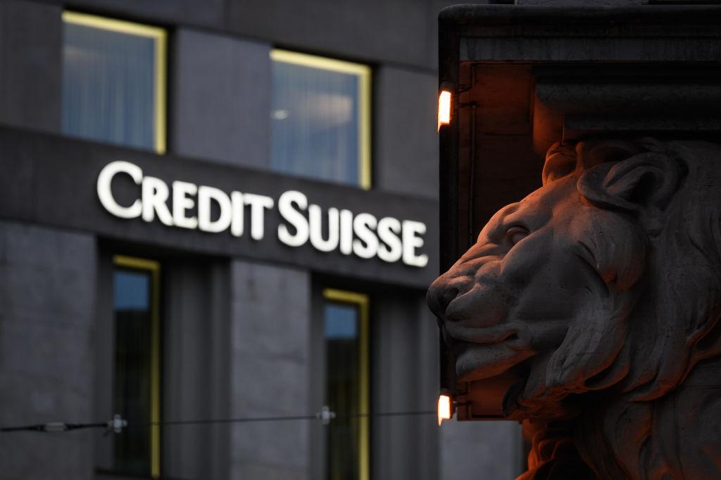 Ex-director Credit Suisse și banca elvețiană, inculpați pentru o masivă spălare de bani din trafic de droguri