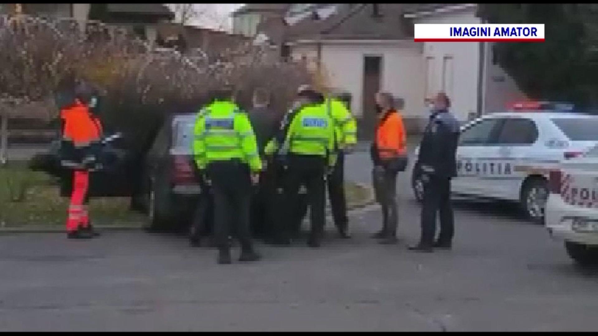 Un șofer drogat și fără permis a intrat cu mașina într-un copac aflat într-o intersecție din Arad