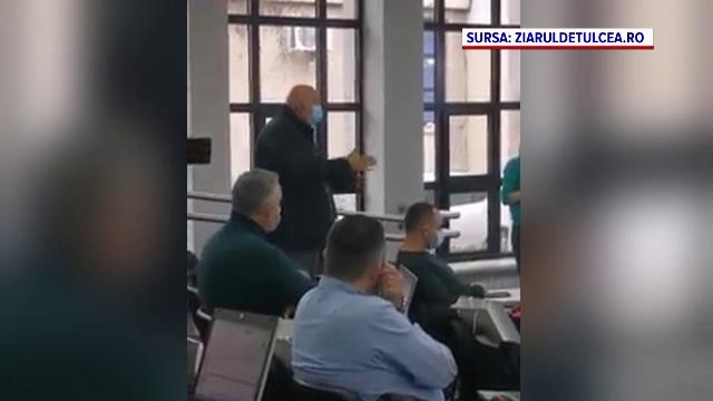 Scandal la Tulcea, după ce un consilier județean a mers la ședință bolnav de Covid-19