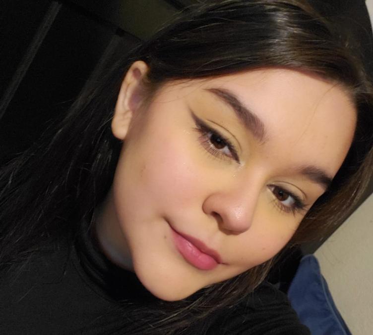 O tânără de 17 ani, a murit, după ce o mașină a pătruns în locuința ei, în timp ce participa la cursuri online