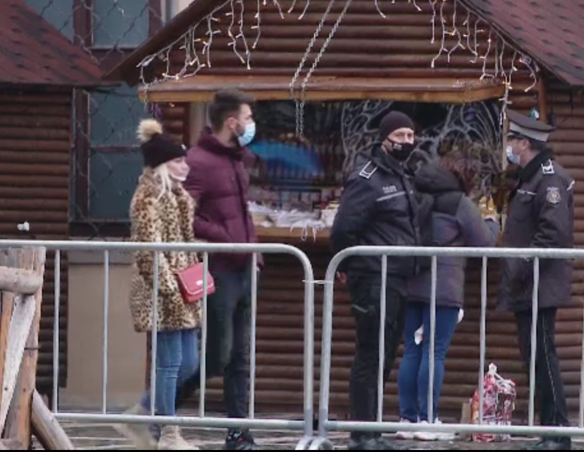 Cum vor petrece sărbătorile românii, în comparație cu restul europenilor. Restricții în străinătate, recomandări la noi