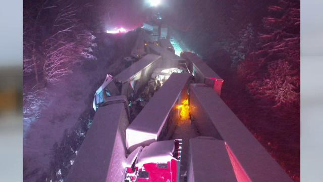 Nord-estul SUA, acoperit de zăpadă. Sute de accidente rutiere, printre care un carambol cu 66 de mașini