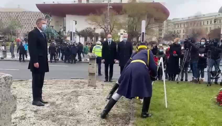 """VIDEO. Președintele Iohannis, huiduit în Piața Universității: """"Rușine. Rușine să vă fie"""""""