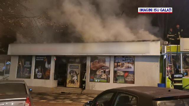 Un om al străzii care încerca să se încălzească a incendiat două magazine din Galați
