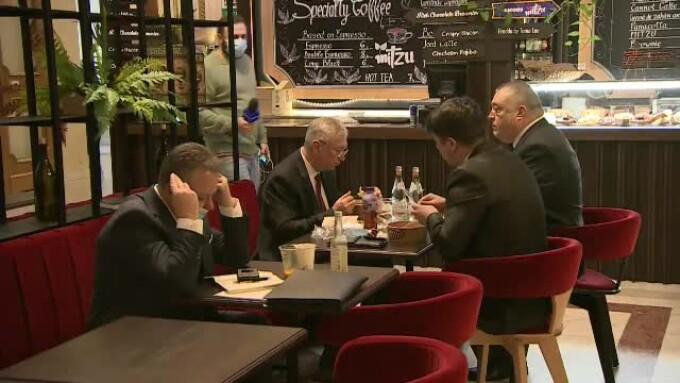 VIDEO. Mai mulți parlamentari au ignorat restricțiile COVID-19 și au mâncat la restaurantul Senatului