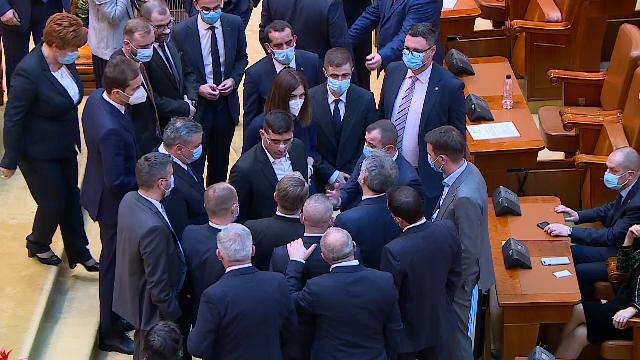 Discuții aprinse între parlamentari. Un deputat AUR a închis lucrările și a plecat în timpul ședinței