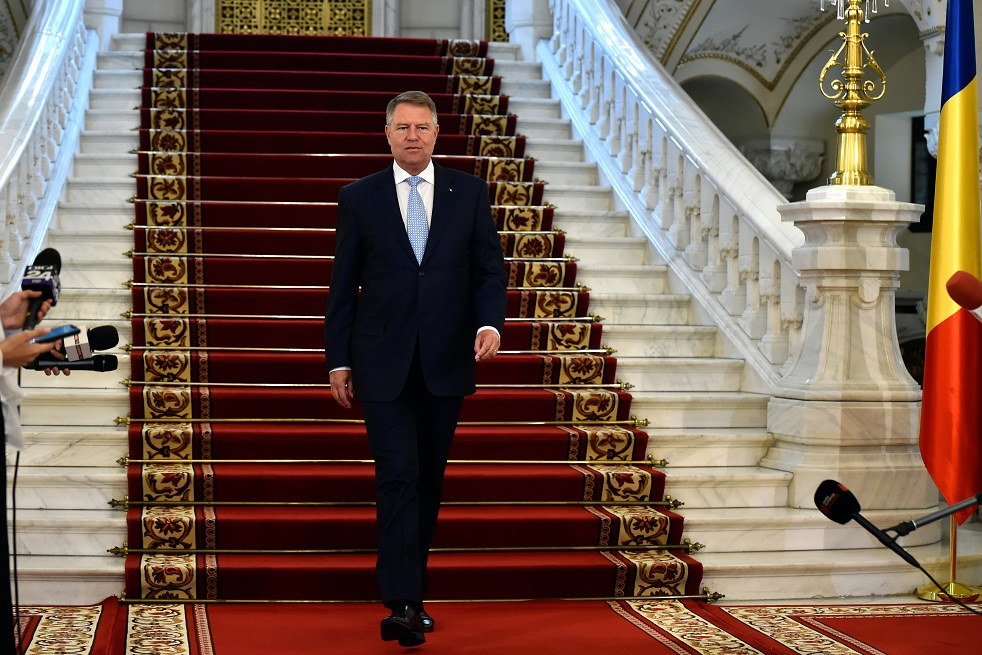 Surse: Iohannis se întâlnește cu liderii coaliţiei guvernamentale la Cotroceni