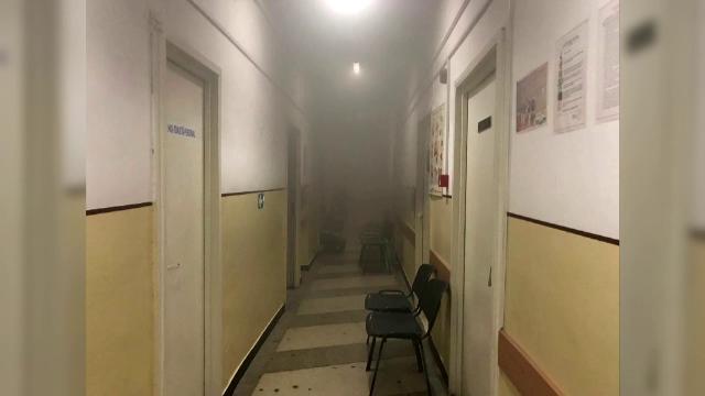 Alertă la policlinica din Reghin din județul Mureș. Un aparat electric, uitat în priză, a luat foc într-un cabinet medical