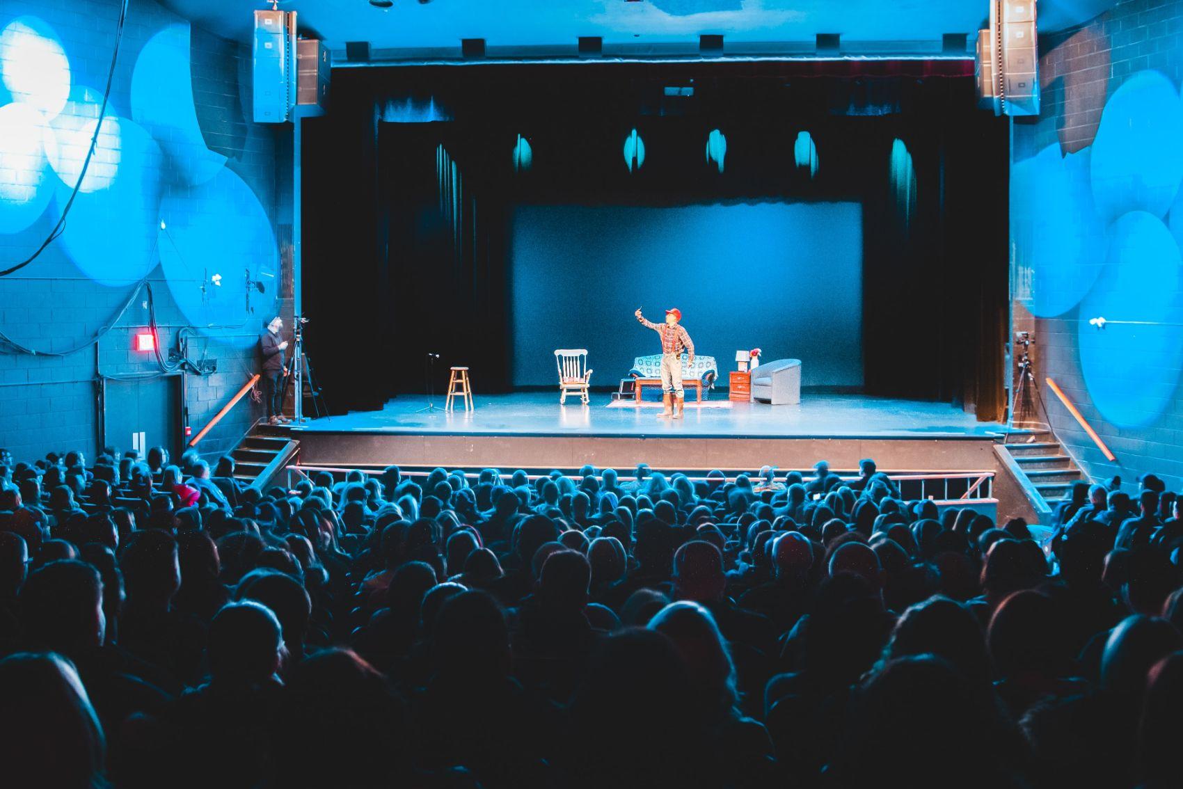 (P) 6 motive pentru care teatrul este în continuare important pentru oameni