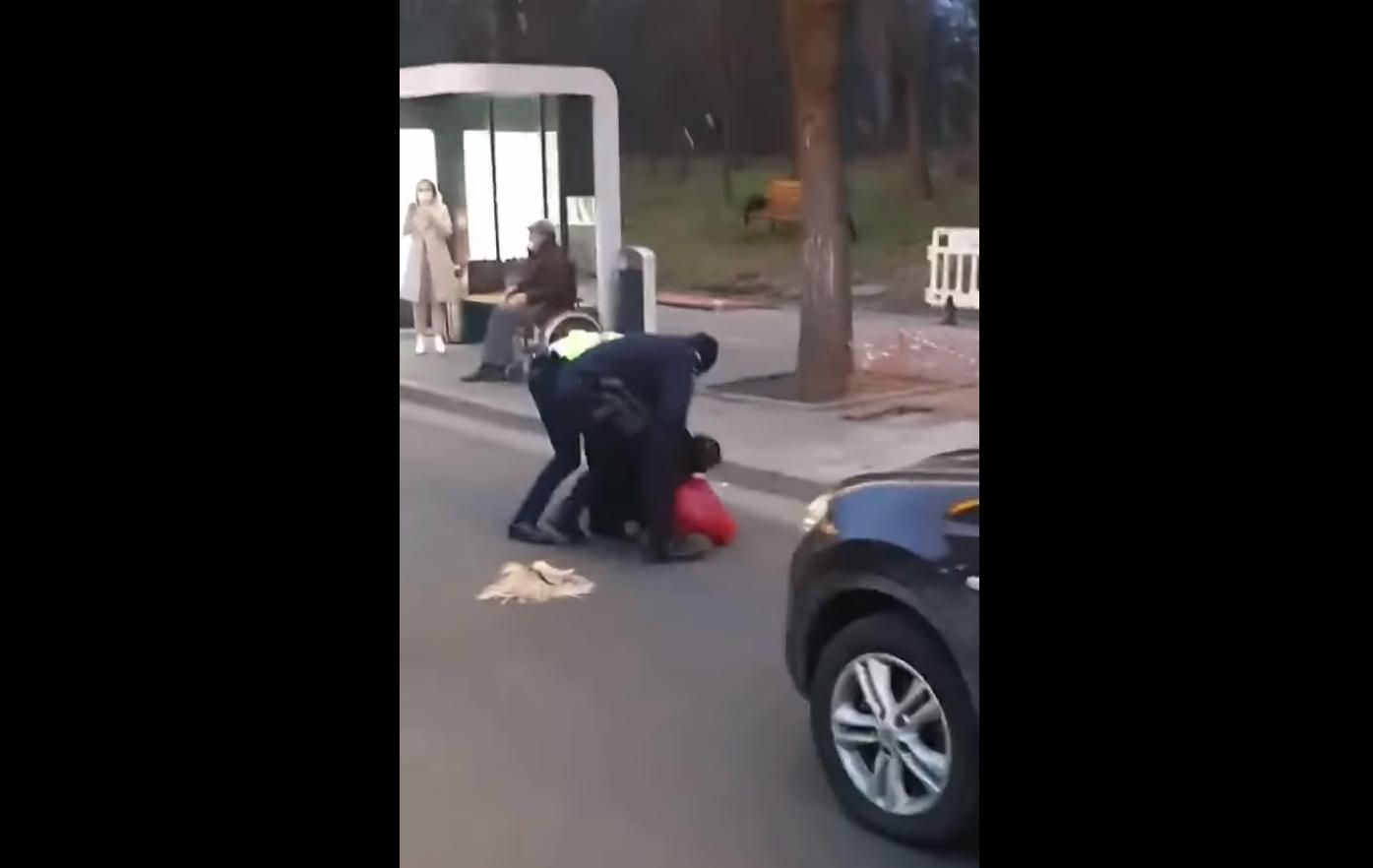 Poliția Română, reclamată pentru abuz și tortură de o femeie transgender.