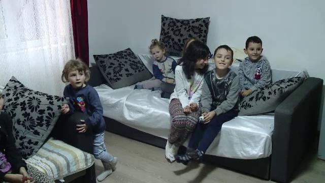 15 familii din Iași vor petrece sărbătorile în casă nouă, datorită părintelui Dan Damaschin