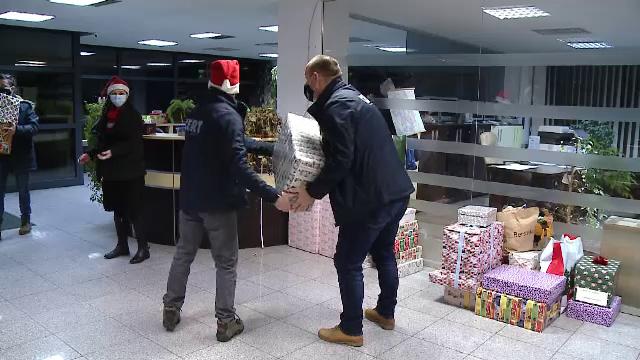 Voluntarii din Cluj care pregătesc cadouri de Crăciun pentru sute de copii din Munții Apuseni